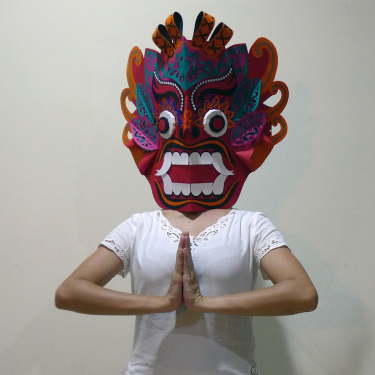 I'm participating in 2nd Skin Contest by Arjowiggins Creative Papers. Wish me luck! Have a look at my mask at http://www.secondskincontest.com/index/index/id/717#gallery and hit 'VOTE' if you feel like it :) Thank you in advance.