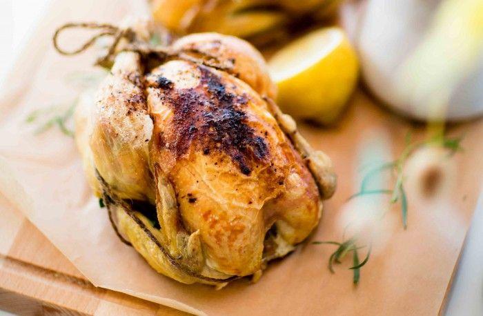 helstekt kyckling med bakade primörer och dragonsås