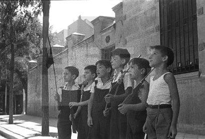 Spain - 1936. - GC - ZONA REPUBLICANA.- Madrid, 10/08/1936.- Niños aprendiendo instrucción y política socialista. (Pie de foto original).