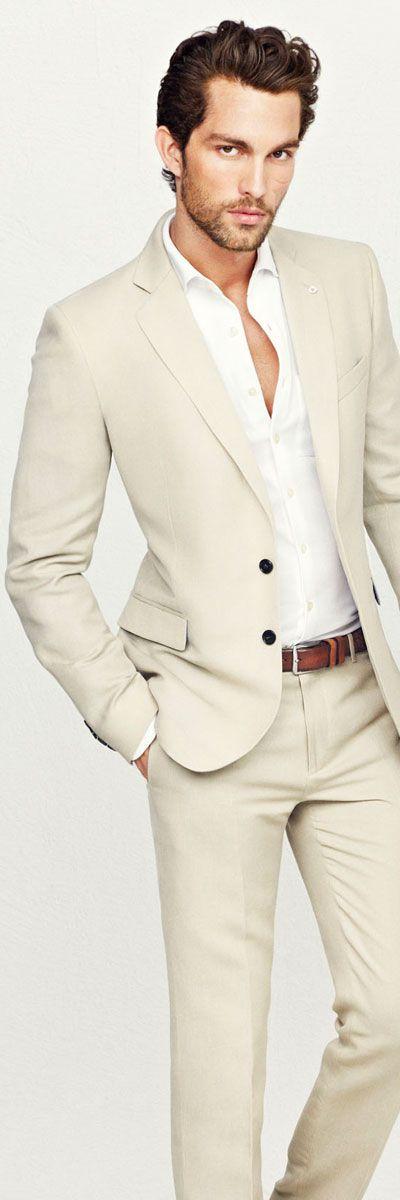 Men's #Fashion: Light Suit needs a pocket square for some color. I hope he has brown shoes.