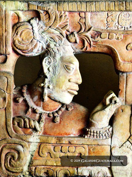 El arte Maya es un reflejo de su estilo de vida y cultura. Este arte se manifestaba en dibujos y pinturas en papel o al fresco, bajo y alto relieves en piedra, madera, barro, jade, y hueso, así com...