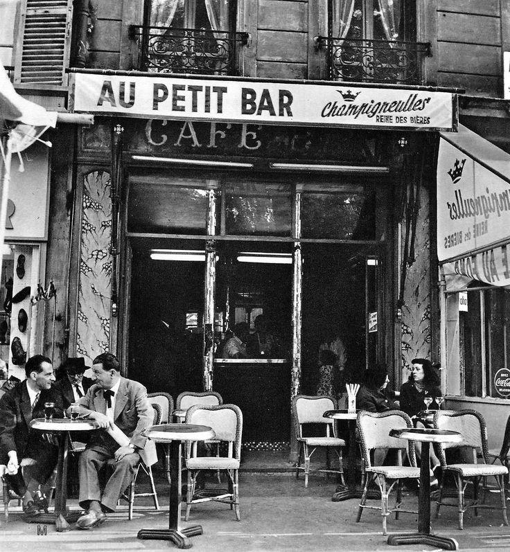 """Paris circa 1950 """"Au Petit Bar"""" Photo:Ervin Marton"""