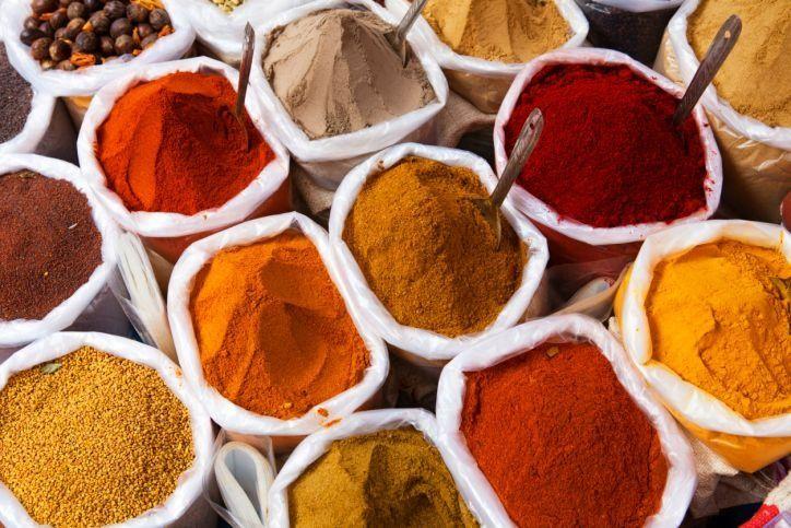 Przyprawy egzotyczne: kurkuma, panch phorom, chmieli suneli, curry, alpinia galant, 5 smaków, garam masala, shichimi togarashi
