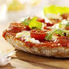 Een heerlijk recept: Pizza met kerstomaatjes en mozzarella (brood pizza)