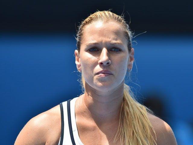Result: Dominika Cibulkova stays alive in WTA Finals with battling win over Simona Halep