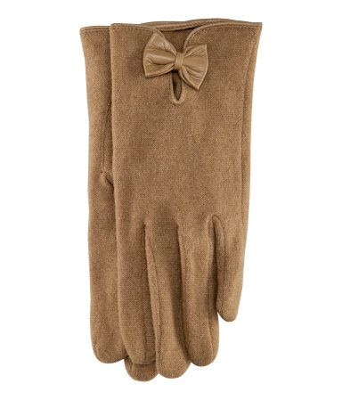 What Would Snow White Wear? Camel knit wool gloves from H&M