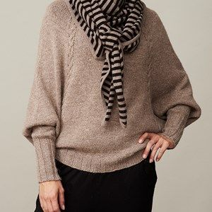 AIDA scarf with stripes, black/beige melange stripes. This scarf has 9mm wide stripes and is made in the softest, sustainable wool from a family owned spinning mill in Italy. A scarf that will keep you warm and comfortable.