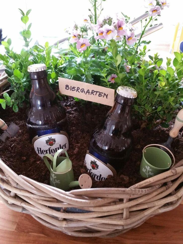Ein Miniatur-Biergarten für den Gartenfreund oder stolzen Balkonbesitzer! #biergarten #bier #herforder #pils #sommer #sonne #geschenk #geschenkidee #buchsbaum