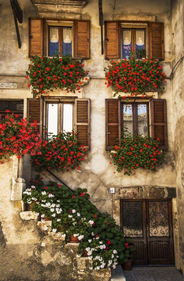 Oltre 1000 idee su Vecchie Porte Finestre su Pinterest Testiere Per ...