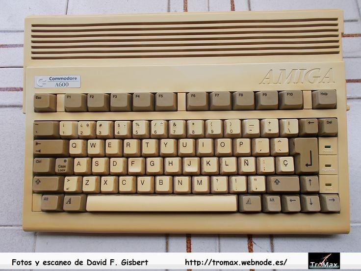 Commodore Amiga 600, fotos y propietario David F. Gisbert (Tromax) Usuario informatico de Amiga, MSX, coleccionista de microordenadores y videoconsolas