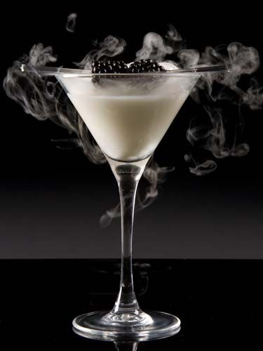 London Fashion Week cocktail recipe: Smoking White Russian #friday club #cocktail #bubblefood