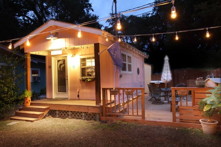 Front Beach Cottages : Ocean springs, Mississippi