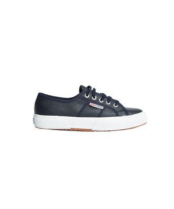 Schoenen Superga leather - <ul><li>Een tijdloze, sportieve en comfortabele sneaker</li><li>Lichtgewicht</li><li>Buitenkant volledig van leer gemaakt</li><li>Voering van katoen</li><li>Gevulkaniseerde rubberzool</li></ul>