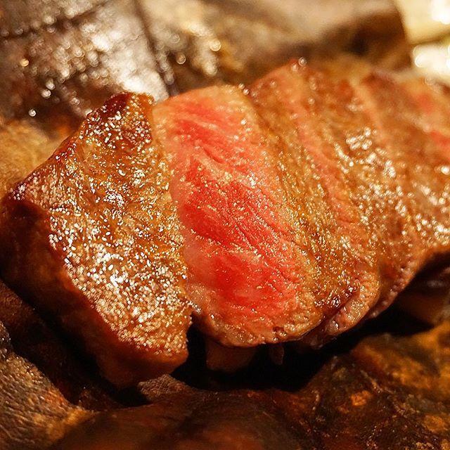 口の中でトロけるサーロインステーキ🥩 #和牛 #肉 #ステーキ #牛サーロイン #サーロイン #サーロインステーキ #beef #steak #sirloin #wagyu #星のや #星のや軽井沢 #軽井沢 #hoshinoya #hoshinoyakaruizawa #karuizawa #dinner #japanese #japanesefood #和食 #日本食 #ディナー