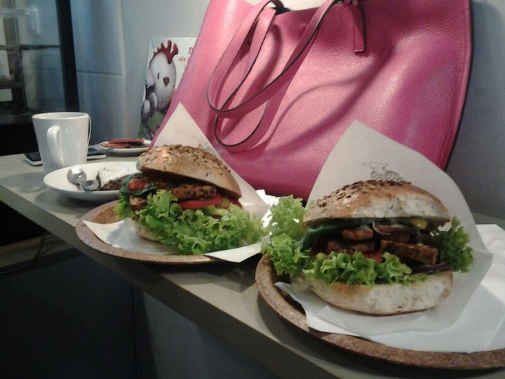 #krowarzywa #warsaw #vegeburgers