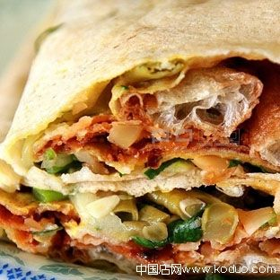 Characteristically Chinese, undeniably delicious, this stuffed crepe is made with a mixture of wheat, soy bean and sorghum flour and filled with eggs, spicy sauce and vegetables. A healthy alternative to sweet breakfast.: Chine Pancakes, Chine Crepes, Food Inspiration, Beans, Crepes Sweet, Chinese Pancakes, Characterist Chinese, Chinese Food, Real Chinese