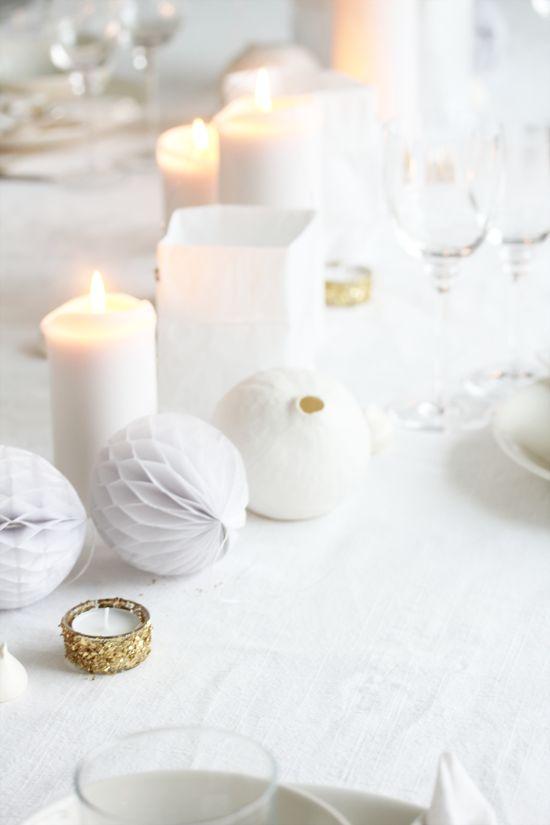 flakes of gold sequin sparkle white honeycomb and candles - elisabeth heier: Årets siste kveld