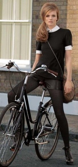 Retro perfection ! Love this modern take on the sixties !Streetstyle