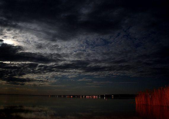 Balatoni fények éjszaka. | femina.hu