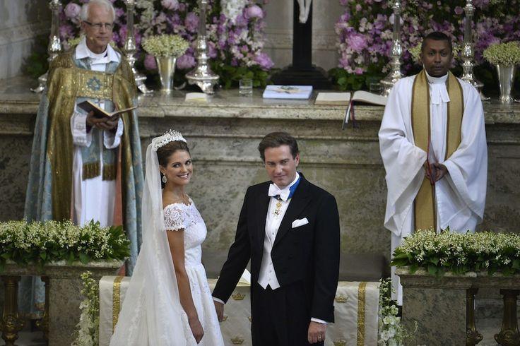 Princess Madeleine of Sweden- Christopher O'Neill: Η 31χρονη πριγκίπισσα της Σουηδίας, Madeleine γνωρίστηκε με τον σύζυγό της, τον 39χρονο τραπεζικό Christopher O'Neill, τo 2011 στη Νέα Υόρκη. Παντρεύτηκαν στις 8 Ιουνίου του 2013 στη Στοκχόλμη με τη νύφη να φοράει μία custom-made δημιουργία από δαντέλα του σχεδιαστή Valentino. Περίπου 470 εκπρόσωποι βασιλικών οικογενειών από την Ευρώπη καθώς και celebrities από τη Νέα Υόρκη συγκεντρώθηκαν για την τελετή.