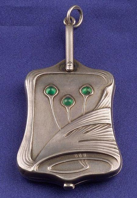 Art Nouveau Silver Slide Locket. @designerwallace