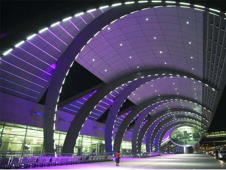 Galerías de arte, museos de la cerveza, jardines, restaurantes, gimnasios...Los aeropuertos con los mejores servicios para una larga estadía (Inglés):   http://cnn.it/1bkkSs9