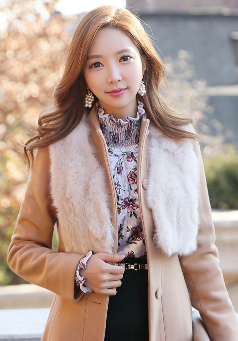 StyleOnme_Pearl Cluster Drop Earrings #pearl #earrings #elegant #feminine #pretty #koreanfashion #jewelry #kstyle #seoul