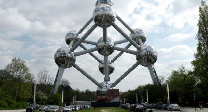 Atomium din Bruxelles – maretie si eleganta din otel