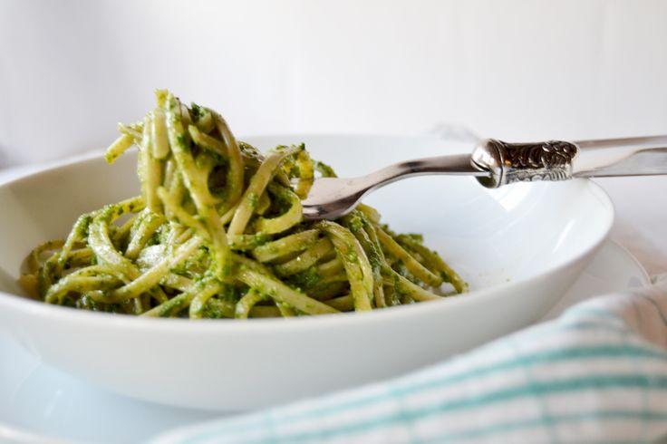 Linguine integrali con pesto di broccoletti e mandorle   bigodino.it