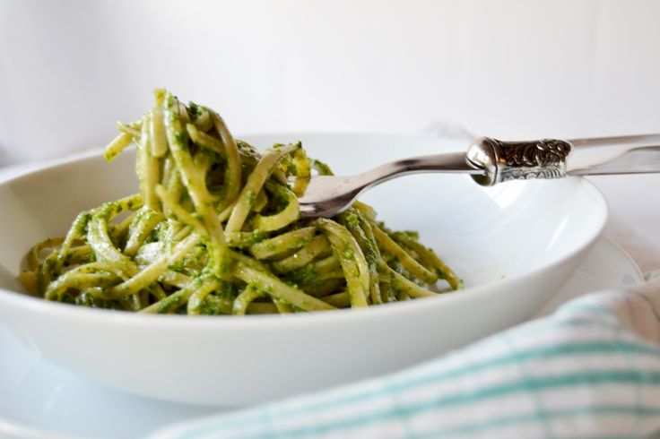 Linguine integrali con pesto di broccoletti e mandorle | bigodino.it