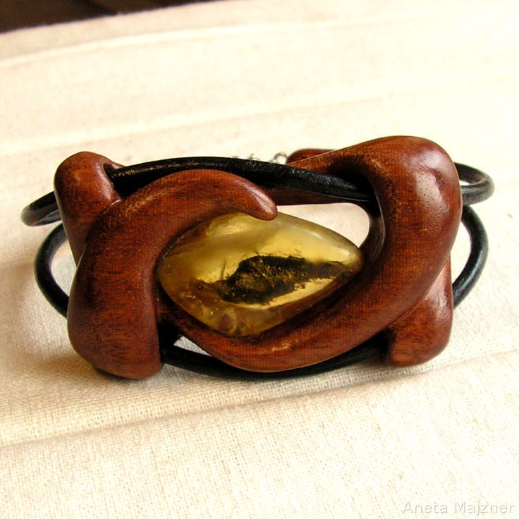Amber and wood - bracelet http://majzner.eu/en/bracelets/1490-bracelet-220.html