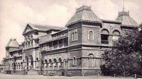 KARACHI | Cantonment Railway station, built 1913. Two private companies ICI and Philips are providing support to Pursukoon Karachi, a non-governmental organization working on restoration and revitalization of the 115-year-old building of the Karachi Cantonment Railway Station - Pakistan.