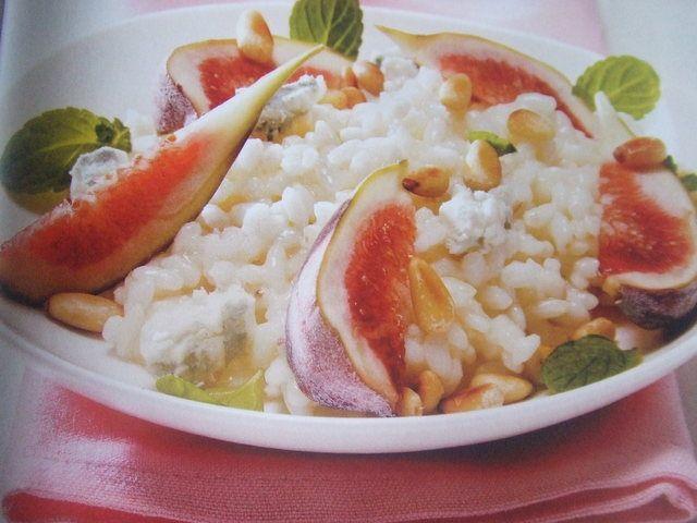 Arroz dulce con higos y piñones. Ver la receta http://www.mis-recetas.org/recetas/show/30363-arroz-dulce-con-higos-y-pinones