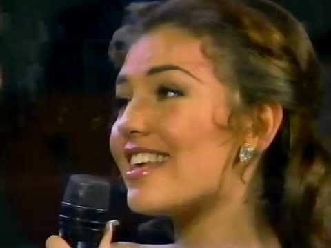 Thalia y Julio Iglesias - Me Faltas Tu (Siempre en Domingo) HQ - YouTube