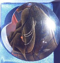 17-06-26 ブローチ (坂根龍我 作品、紹介№ 2) 【彦根市の漆芸家、坂根龍我さんの作品を楽しみましょう。(2013 10/26にupしたものです)】 龍我作品集~小物編~一部資料写真にて画像悪し ブローチ