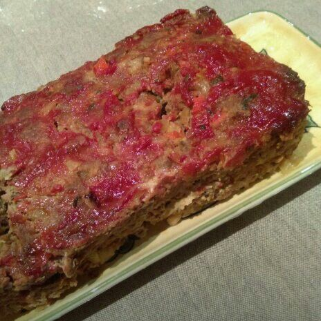 #Meatloaf. Saute diced onion, carrot and celery with garlic, a small amount of tomato and worstershire sauce. Add to 500gm beef mince, 3 Italian sausages, 2 eggs, breadcrumbs, flat leaf parsley, salt and pepper. Combine and bake at 350f for 1hr - 1hr 1/2 or until middle of meatloaf reads 155f.
