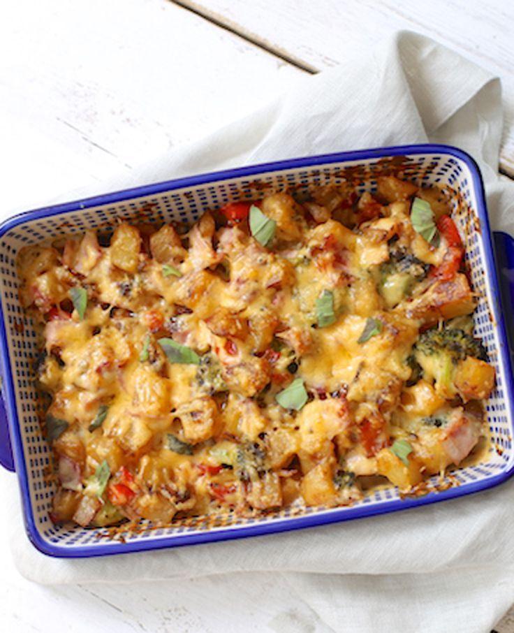 Vandaag maken we een ovenschotel met aardappel, ham, paprika, broccoli en zelfgemaakte kaassaus. Je hebt voor deze schotel wat extra tijd nodig, maar je kunt het daardoor ook al de avond van tevoren maken. Recept voor 4 personen Tijd: 30…