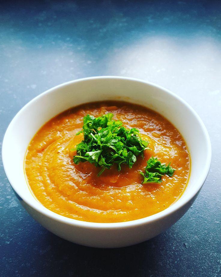 paprika tomatensoep paprikasoep met een lekkere smaak. zonder pakjes en zakjes puur natuur. paprika bleekselderij ui wortel