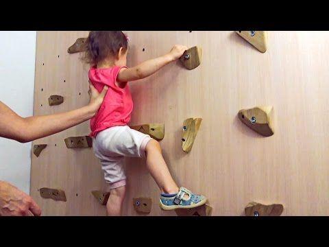 Двухлетняя скалолазка, первый раз на скалодроме  Супер реалистичный домашний скалодром - YouTube