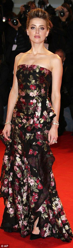 Johnny Depp arrives on red carpet smoking a cigar but still gets a kiss from doting wife Amber Heard at The Danish Girl premiere | Daily Mail Online