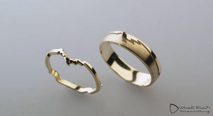 Geelgouden trouwringen met een route van het rondje wat ze samen altijd lopen, de ringen zijn gemaakt van oude trouwringen