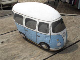 Here's your VW Bus. Rock on!!! PedraBrasil: Pedras pintadas
