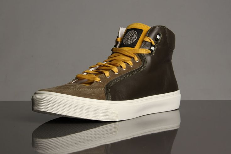 Diemme teamed up with Italian brand Stone Island to produce these quality suede / leather mid boots