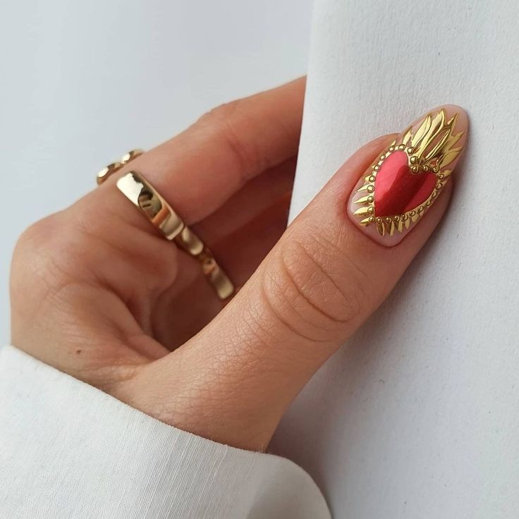 23 Estilos de manicura dorada para recibir el Año Nuevo con todo el glamour en 2020 | Manicura