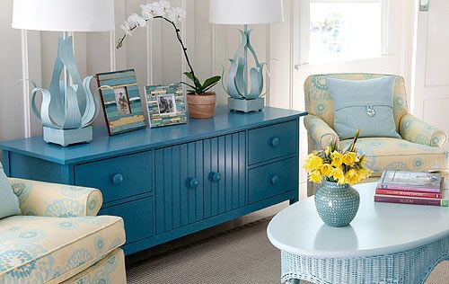 Cottage family room with a Maine Cottage Island Media Case in sea
