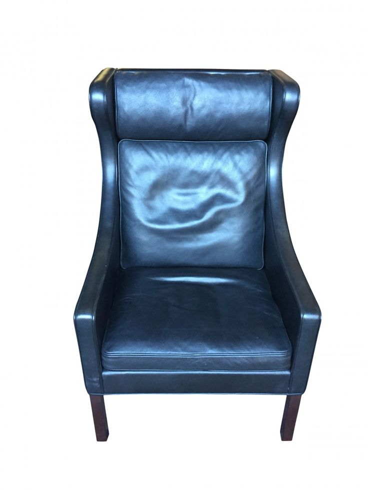This model 2204/1 chair was designed by Børge Mogensen in 1963 and manufactured by Fredericia in the 1970s in Denmark. The winged armchair is made from leather (black) with mahogany legs. It is in very good vintage condition.