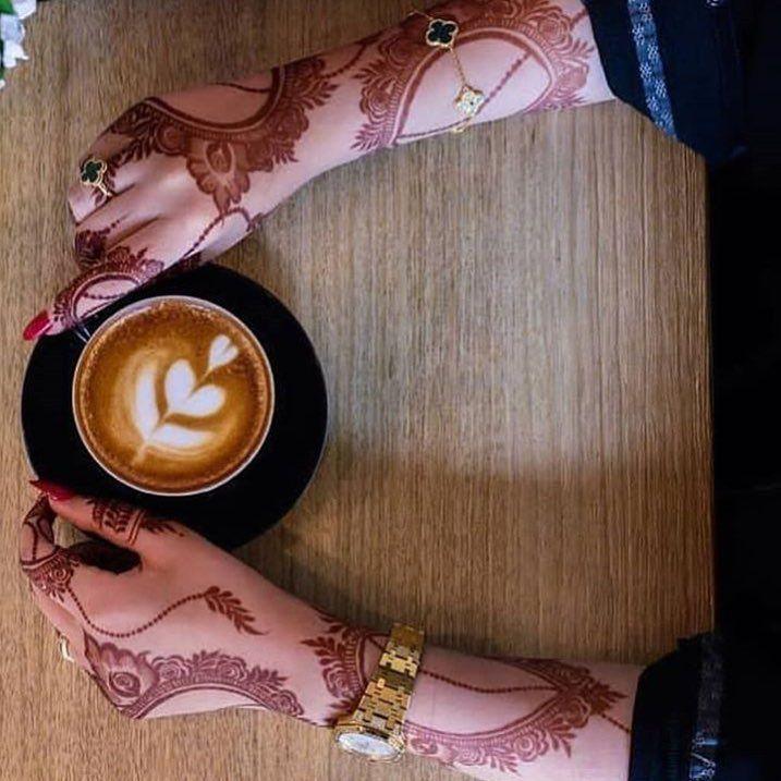 طلبتو مني صورة كامله للدريس دا طبعا تقدرو تشتروه من هنا Ezabella Fashion هتكلملكو عنه بما انه عجبكو اوي Henna Designs Hand Henna Images Mehndi Images
