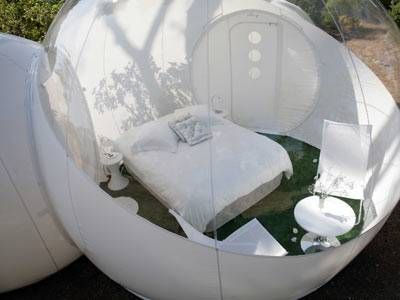 Bubble capsule by Les Bivouacs de la Reine for stargazing and safety in the outdoors. Plus a little privacy for intimacy!Bubbles Lodges, Outdoor Camps, Favorite Places, Outdoor Camping, Camps Bubbles, Girls Generation, Bubbles Huts, Outdoorsy Girls, Dome Huts