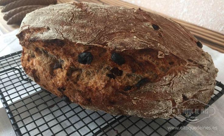 Os gusta el pan? Pues esta hogaza con centeno, nueces y pasas está deliciosa, sabe a pan de los de verdad, del pueblo, de los que hacía mi abuela.