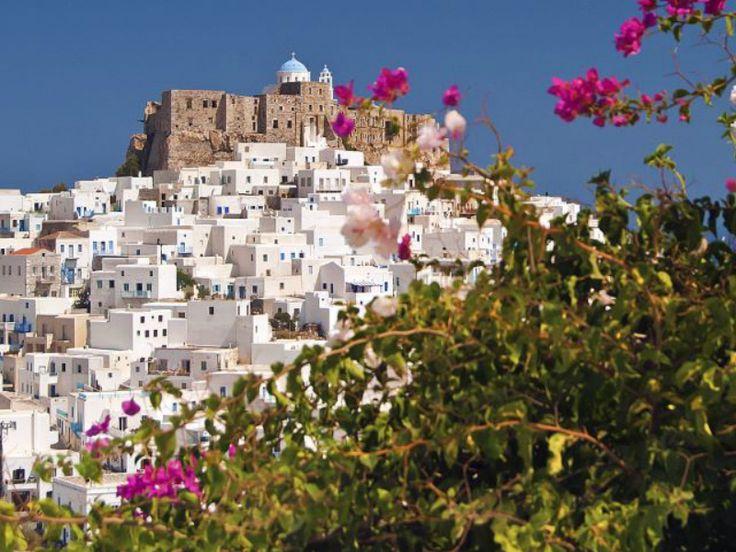 Το καλοκαίρι είναι εδώ και οι κλασικοί Ελληνικοί προορισμοί προβάλλονται σε όλο τον κόσμο, κάνοντας τη χώρα μας έναν από τους πιο περιζήτητους τόπους διακοπών. Ειδικότερα στο Αιγαίο σε Δωδεκάνησα και Κυκλάδες αναμένεται φέτος νέο ρεκόρ τουριστών. Μέχρι πρόσφατα οι προορισμοί στα Δωδεκάνησα και τις Κυκλάδες ήταν σχεδόν ένα μονοπώλιο για τις ακτοπλοϊκές εταιρείες αλλά…
